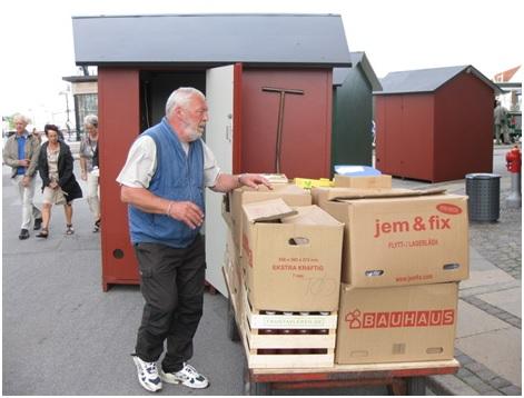 Jon bringer sydfynske fristelser i hus -  så de kan stå sikkert indtil i morgen,  hvor boderne åbner