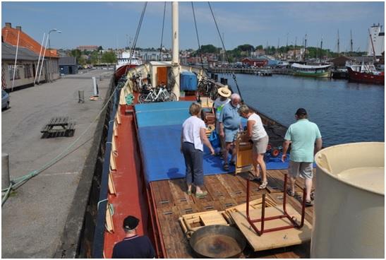 Hele Svendborg skulle til Marstal, så alt hvad der kunne sejle  blev lastet med gods og godtfolk, og således også Caroline.
