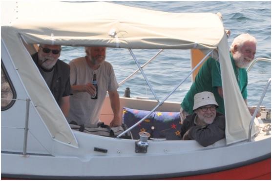 Her har vi så Thea's nye hjælpere - Godt der stadig findes ærlige og ædruelige søfolk som vil stå til søs