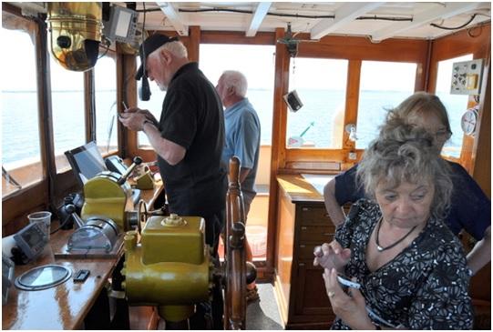 Således reddet, sejler Jørgen og resten af besætningen på Caroline S videre mod Ærø